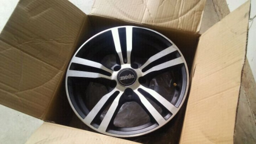 2 Sets of Camry Rims 2f6ddc31-38e8-4c02-9be1-f7de3e8172f6