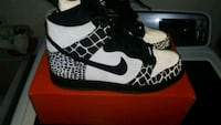 pair of black-and-white Nike sneakers Toronto, M1B 5R7