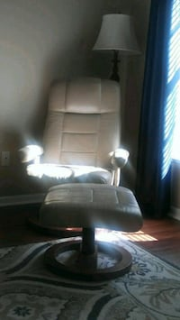 white leather padded rolling armchair 827 mi