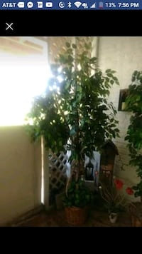 Fake tree very good condition Hagerstown, 21740