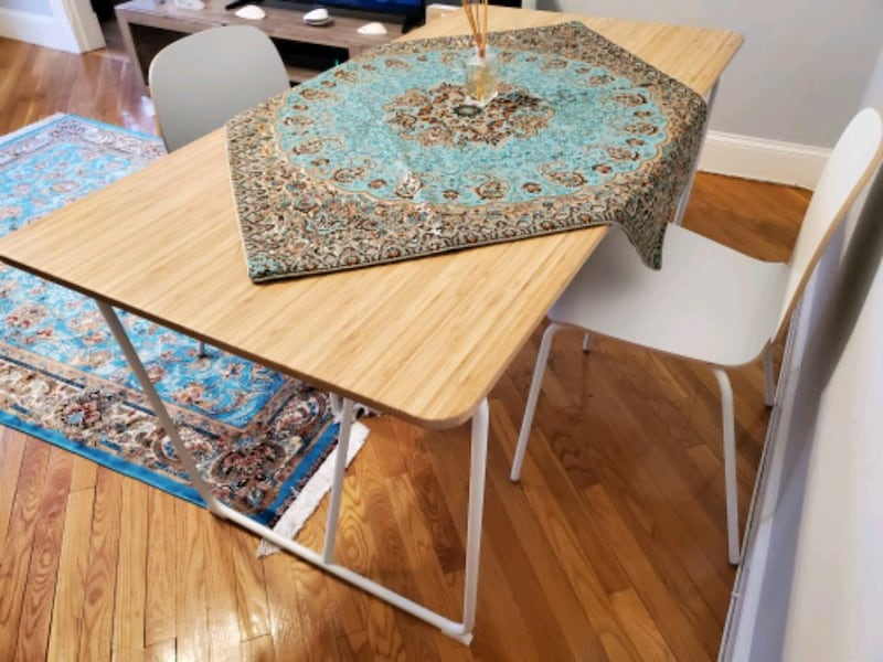 Table+ 2 chairs 450ad38c-e9e9-425d-849a-93f856096d0c
