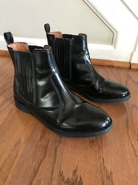 pair of black leather boots Women's H&M Chelsea Boots Size 8 Black Leather Boots 127 mi