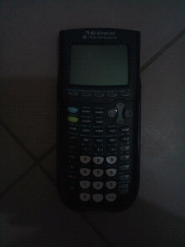 Texas Instruments TI-84 Plus calculatrice noir et gris
