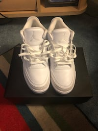 Pair of white air jordan basketball shoes with box Folsom