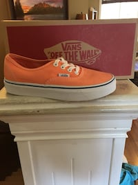 Vans Girls shoes limited edition size 5US peach color brand new in box never worn Mission, V2V 7R6