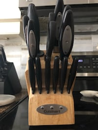 Knife set good used condition, one stake knife has metal decorative pcs missing . Courtice, L1E 1Z3