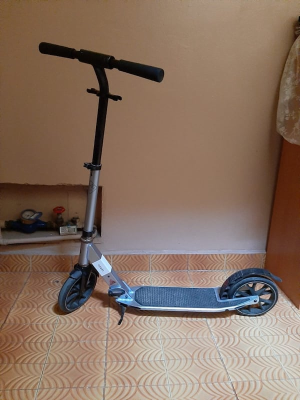 Oxelo Scooter 6a746870-2d3a-41df-9370-6bdefe73f19e