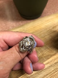 silver-colored ring with clear gemstone 1816 mi
