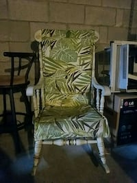 Green and white rocking chair 192 mi