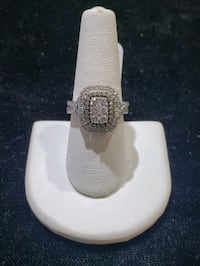 10k white gold diamond ring  Villa Park, 60181