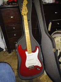 red and white stratocaster electric guitar Richlands