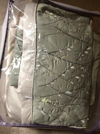 Queen size quilt in great condition. Including a bed skirt, 2 pillow shams and 4 decorated pillows Alabaster, 35007