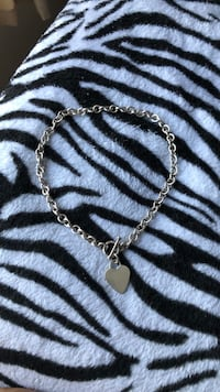 silver chain link necklace with heart pendant Alexandria, 22307