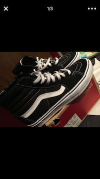pair of black Vans Sk8 Hi with box Chicago, 60659