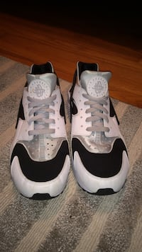 pair of white-and-black Nike Huarache shoes Des Moines, 50310