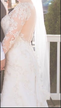 Demetrios- Style No. 633 Wedding dress with matching veil. Paid 1900 selling for 500!