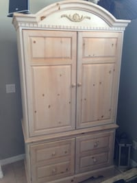 White wooden cabinet with drawers 779 mi
