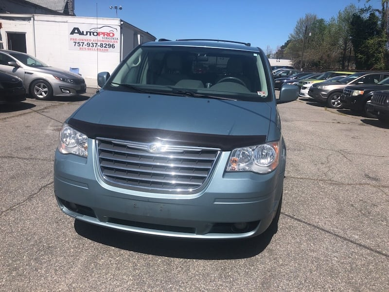 Chrysler-Town and Country-2010 3e053ee2-2277-407f-8884-94bb9050b46e
