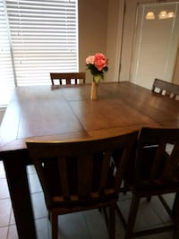 Counter height table and chairs San Antonio, 78233