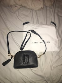 Marc Jacobs Shutter Leather crossbody  Vaughan, L4J 2M7
