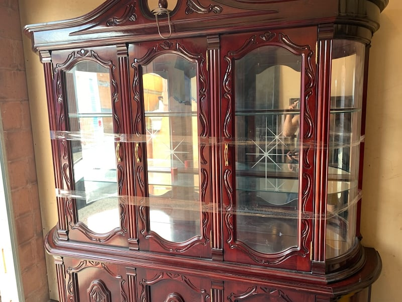 BEAUTIFUL UNQIUE CABINET   - EXCELLENT COND- FREE DELIVERY TODAY!???? add10309-673b-4cfa-8b73-1f7621b7af1a