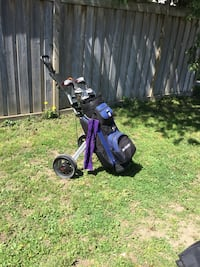 Ladies golf set includes pull cart, accessories, and plenty of balls to lose.. Barrie, L4N