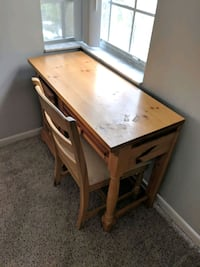 Desk and Chair combo 878 mi