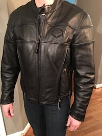 Harley Davidson ladies armored motorcycle jacket w/ removable washable lining.  Has air vents on the sides and back w/zippers.  Size M. Black leather. 19 mi