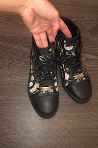 Size 8 woman's authentic Gucci high tops