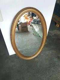 """oval gold framed mirror. suze 34""""×22"""" Mississauga, L4T 2A5"""