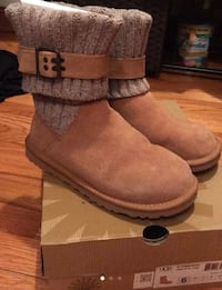 pair of brown UGG boots Hickory Hills, 60457
