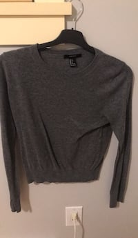 gray scoop-neck sweater Burnaby, V3N 1S2