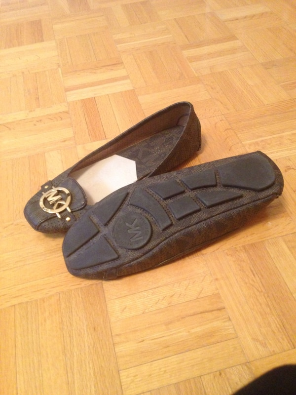 Michael Kors shoes size 91/2 M gently used  41acd17e-27a1-4d03-8fe0-68c9212787ac