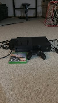Black xbox one with game controller and Forza Horizon 3 (barely used) Kitchener, N2E 1A5