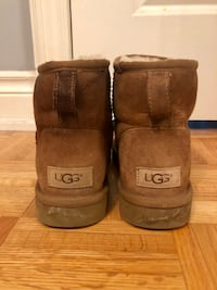 Size 8 woman's Uggs Vaughan, L4K 4R6