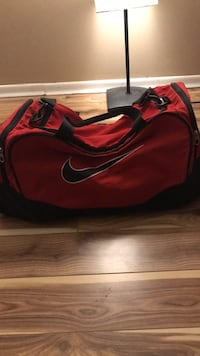 Red and black nike duffel bag Waterloo, N2L 3Z4