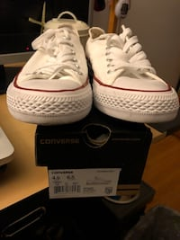 Great condition white converse size 6.5 women Toronto, M3M 1C8