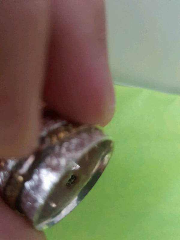 Sterling silver ring (Size 7.5/8) 5d814e96-00a3-44ff-b3c1-2356baa5af5a
