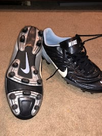 Soccer cleats w/accessories  Burke, 22015