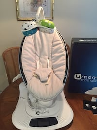 4moms MamaRoo Glider/Rocker with 4Moms Bath Tub Alexandria, 22315