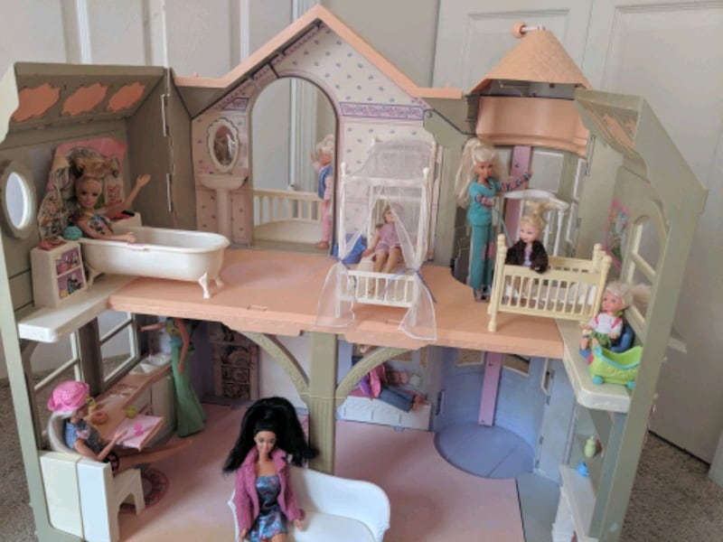 Barbie Victorian Dream House 09dd8e1d-ee26-413c-a8c0-e8aefe74c8b8