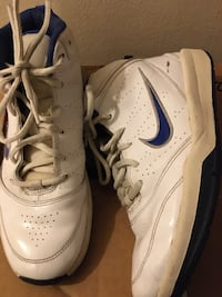 Boys Nike shoes size 6 1/2 it has one mark on one shoes as u can see