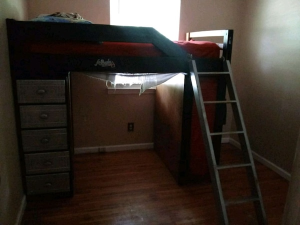 Twin Bunk Bed With Drawers And Desk Attached Usado En Venta En