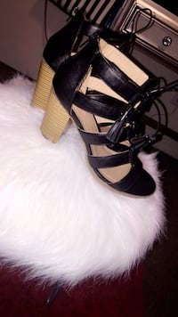 pair of black leather open-toe heeled sandals Smyrna, 37167