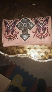 I have a very nice ladies wallet in good conditio. Albuquerque, 87108