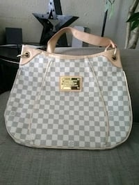white and gray Louis Vuitton leather shoulder bag Houston, 77090