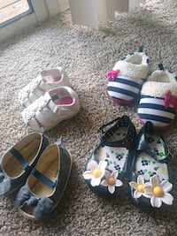 Size 2 and 3 baby girl sandels/houseshoes  Murfreesboro, 37128