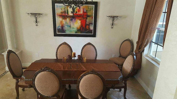 Beautiful wood dining room table with 8 chairs 7e69e9f5-fdfd-4507-91ba-764bfaa0d521