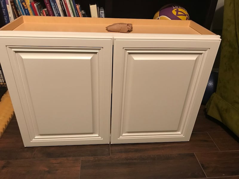 White abalaster top kitchen cabinet 0