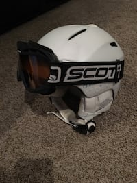 White and black snowboard helmet size small 3157 km